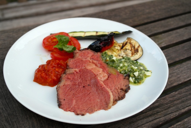 2,3 kg Ribeye with BBQ sauce, Salsa Verde and grilled vegetables – a family project