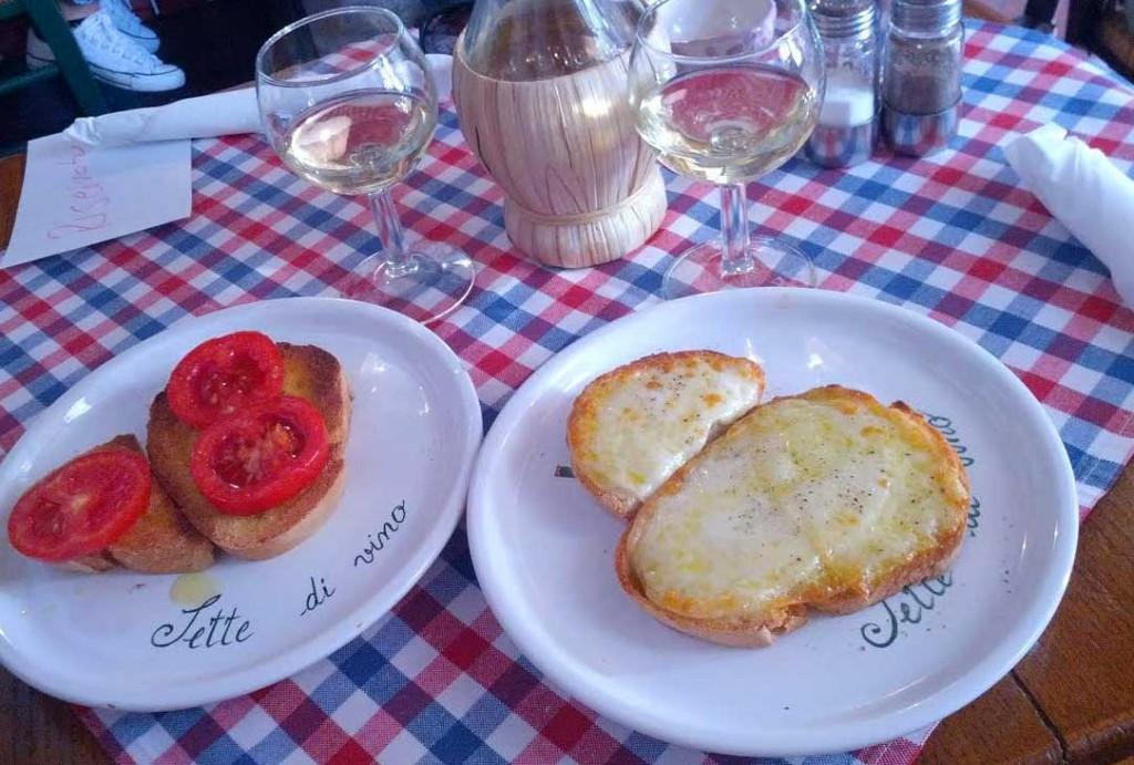 """Crostini with pecorino and truffle oil at """"Sette die Vino"""" in Pienza"""