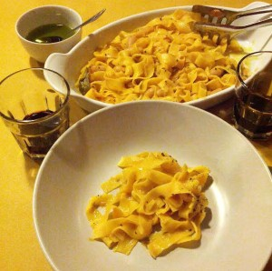 Fettucini with sage, white beans and ground pepper at Tratorria Campagna nearby Castel del Piano