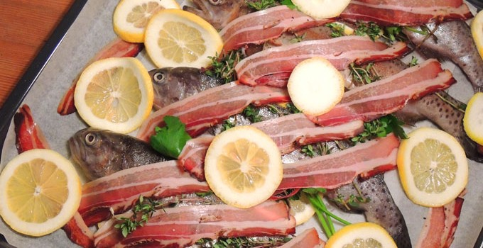 Oven roasted rainbow trout with bacon and lemon – A FARMY MENU 2/3